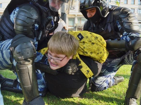 ЕС и США возмутились массовыми задержаниями в России