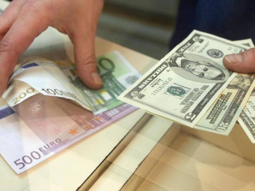 НБУ установил официальный курс на уровне 26,07 гривны за доллар