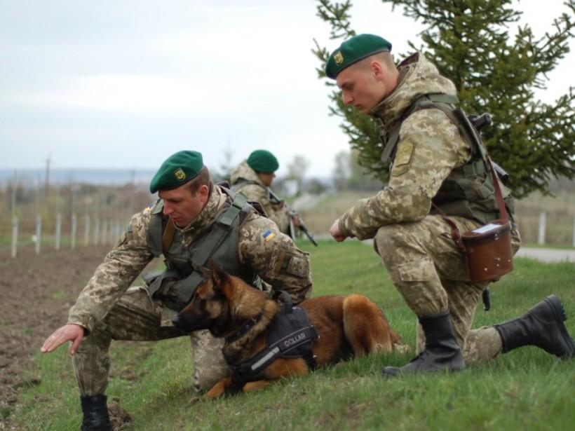 Госпогранслужба стянула к границе Украины более сотни курсантов (ФОТО)