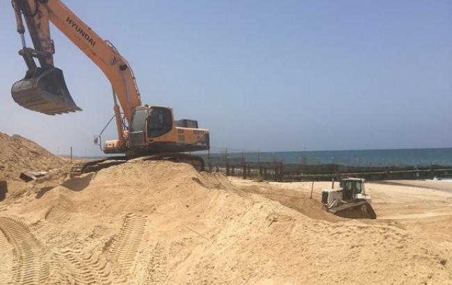 Израиль начал строить морской барьер у границы сектора Газа
