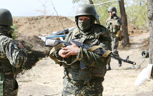Боевики за сутки 17 раз нарушили перемирие на Донбассе