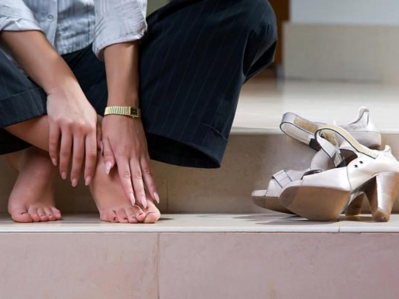 Эксперт дал советы, как летом избавиться от усталости ног