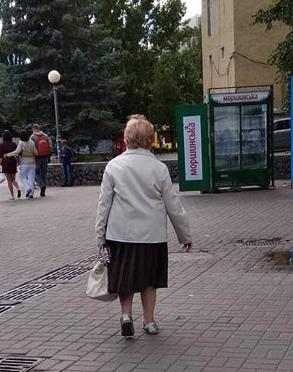 Чиновников в Киеве тьма, а ямку засыпать некому (ФОТО)