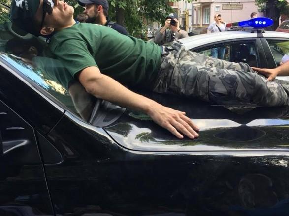 Мосийчук заявил, что на авто Пинзеника напали и требует расследования