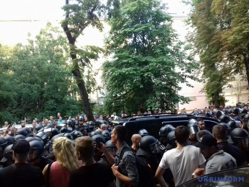 """Протест на """"евробляхах"""": в заблокированном авто был депутат Пинзеник"""