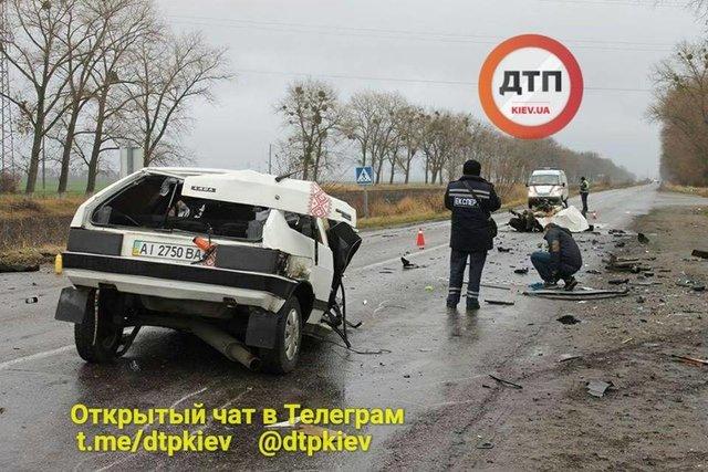 В Киевской области авто разорвало пополам во время ДТП (ФОТО)