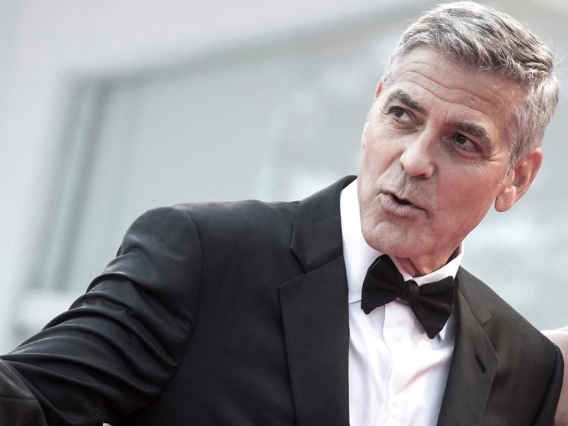 На Сардинии Джордж Клуни на мотоцикле не поделил дорогу с водителем Mercedes (ФОТО)