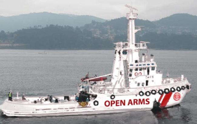 Испания приняла еще одну лодку с мигрантами, от которой отказались Италия и Мальта