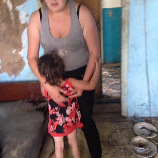 На Харьковщине пьяница-мать оставила младенца под палящим солнцем (ФОТО)