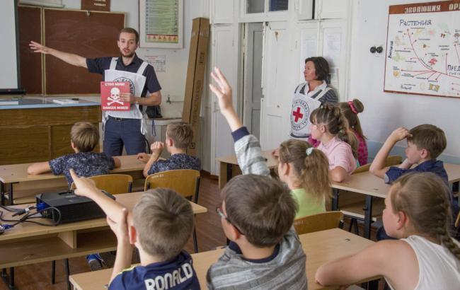 На Донбассе началось перемирие в связи с началом учебного года