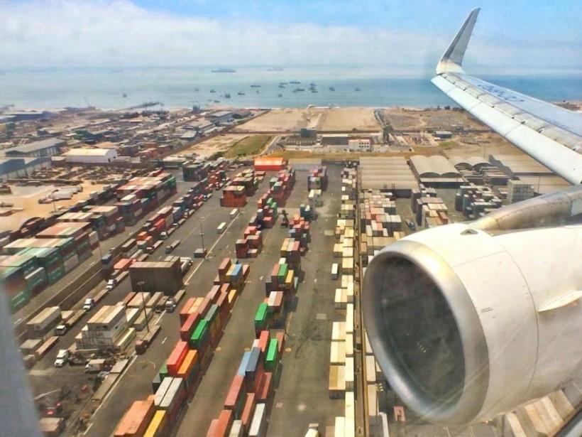 В Перу авиалайнер совершил посадку без шасси (ВИДЕО)