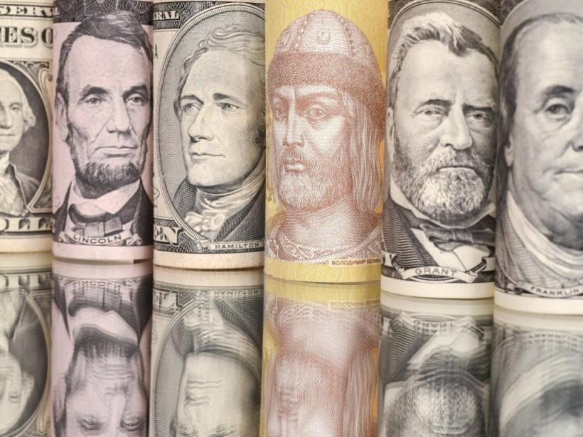 Только 27% работающих украинцев получают зарплату выше 10 тысяч гривен – Госстат