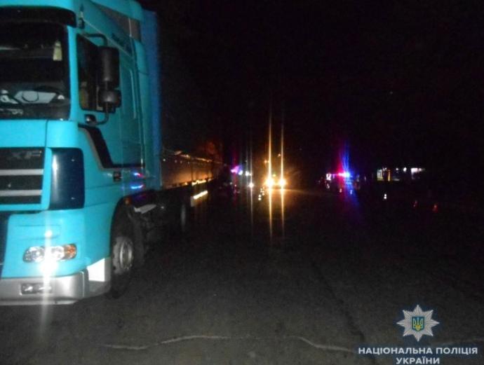 Дорога собирает дань: В Ровно военнослужащие насмерть разбились при столкновении с грузовиком (ФОТО)