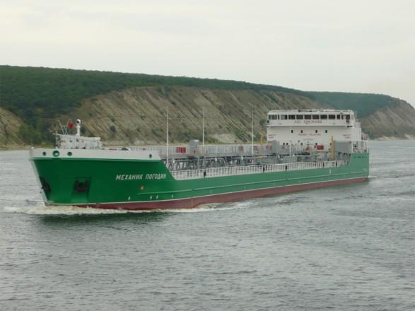 Консул РФ посетил экипаж судна Mekhanik Pogodin