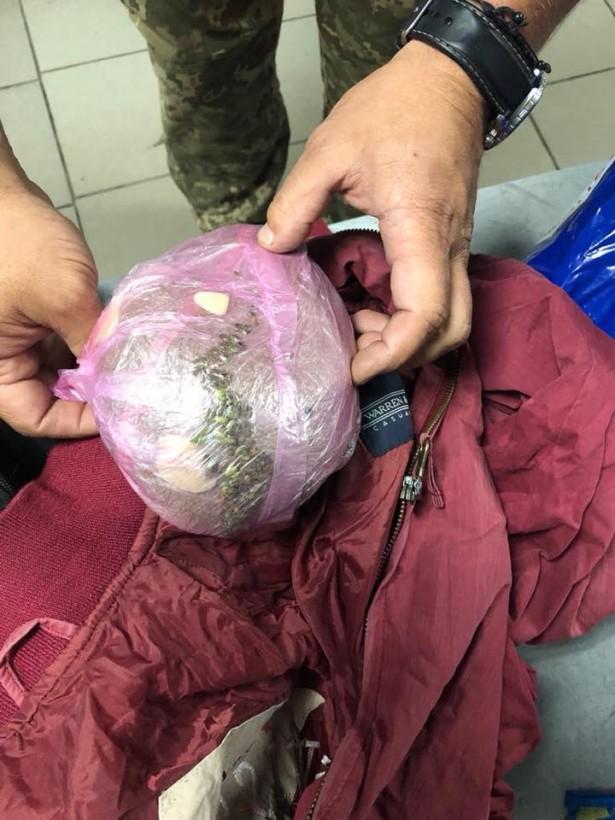 В Харьковской области в автобусе «Днепр – Москва» пес нашел наркотики у пассажира (ФОТО)