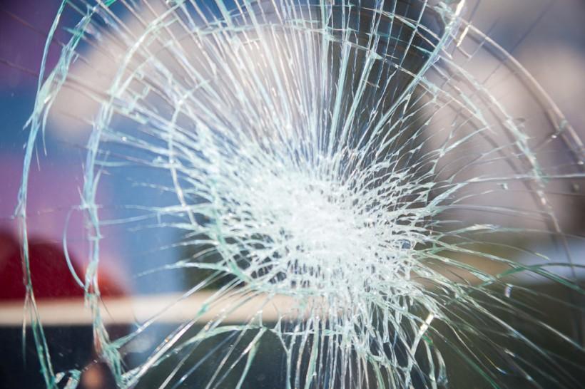 В Днепре грузовик Mercedes сбил девушку на пешеходном переходе (ФОТО)
