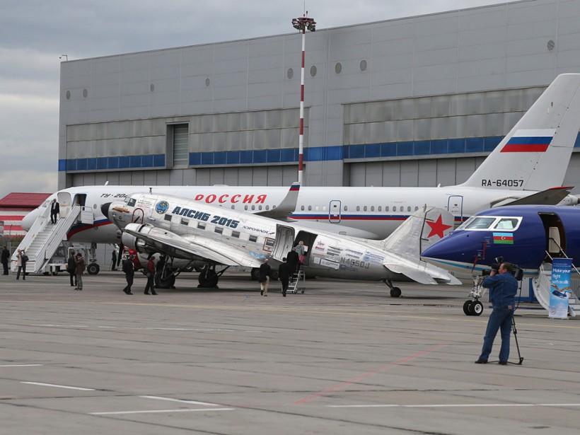 В РФ у самолета с туристами вспыхнул двигатель: опубликовано жуткое видео