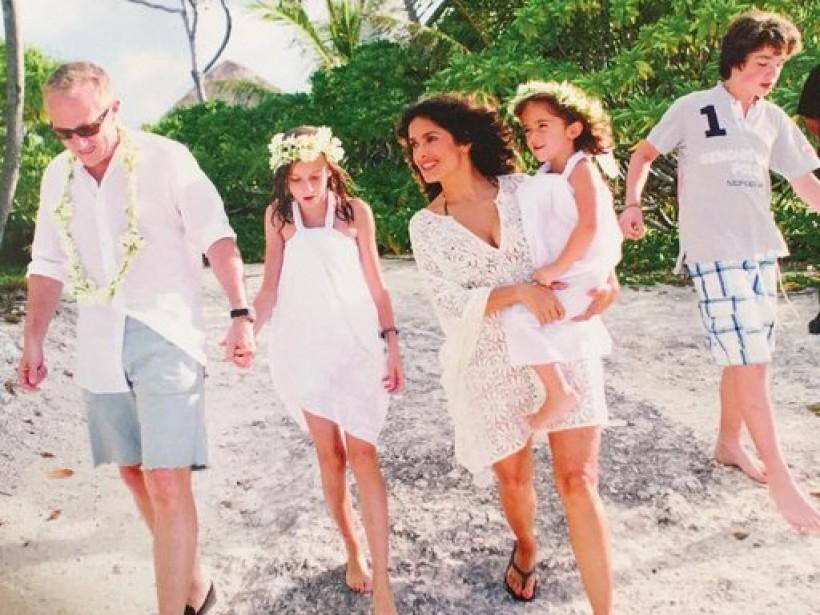 Сальма Хайек поделилась трогательным семейным фото