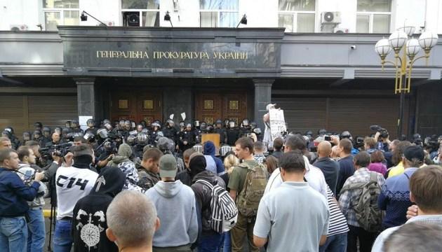 """Протест под ГПУ: полиция водой """"отразила"""" попытку штурма"""