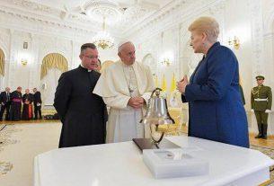 Президент Литвы поблагодарила Папу Римского за помощь в сопротивлении СССР