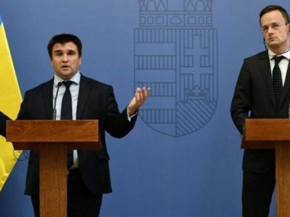 Климкин обсудит с Сиярто выдачу украинцам венгерских паспортов в Берегово