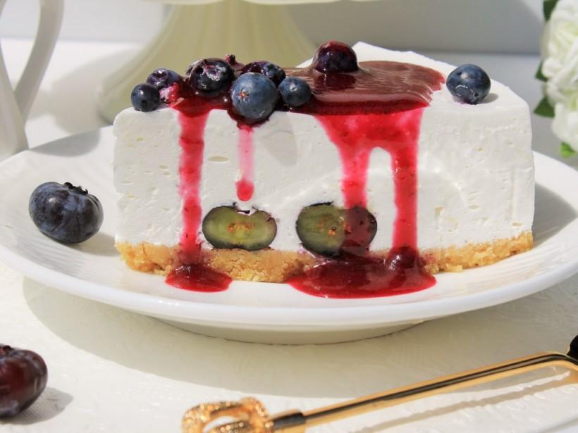 Мать на весь мир опозорила сына тортом с двусмысленной надписью (ФОТО)
