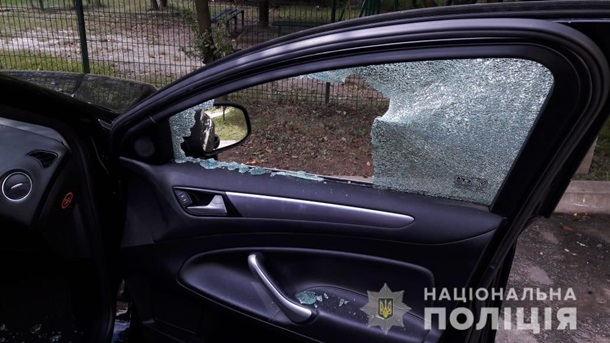 Во Львове крымчанину в машину подбросили гранату (ФОТО)