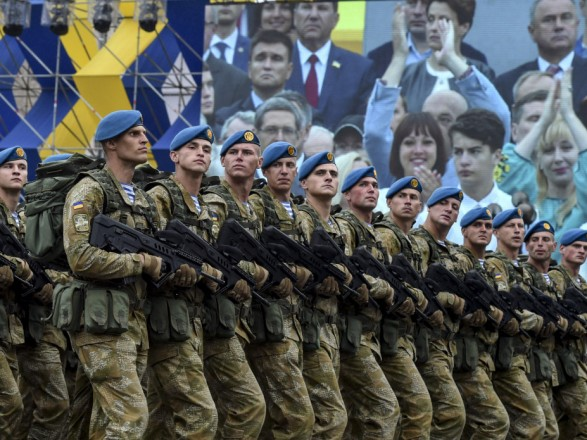 """Рада планирует в четверг закрепить в законодательстве воинское приветствие """"Слава Украине"""""""