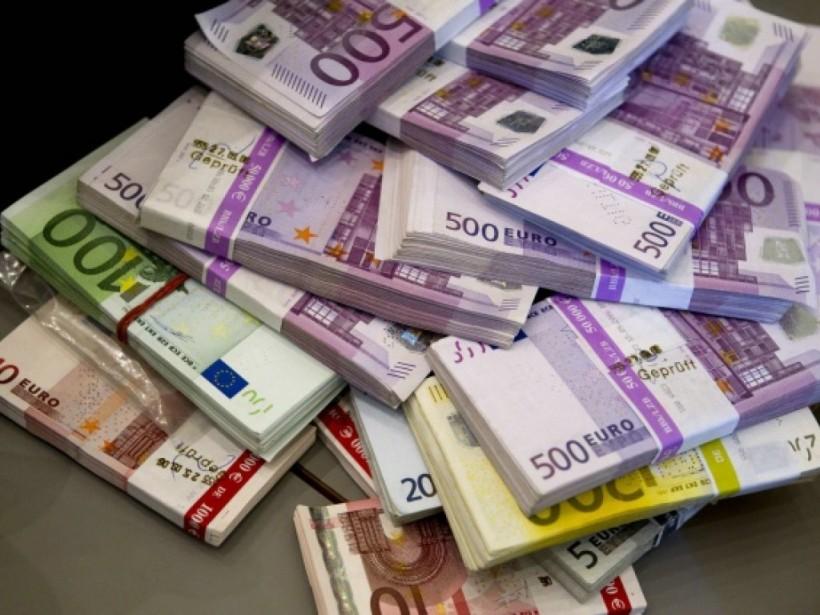 Теневой бизнес поднял спрос на валюту в Украине - экономист