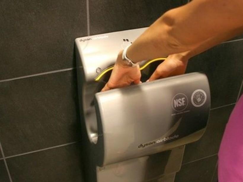 Ученые доказали смертельную опасность сушилок для рук