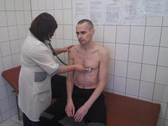 В России обнародовали фото Сенцова во время медобследования