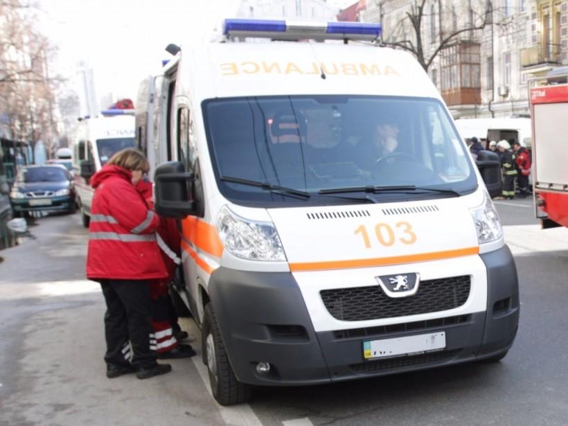 """Китай передал Украине 50 авто """"скорой помощи"""""""