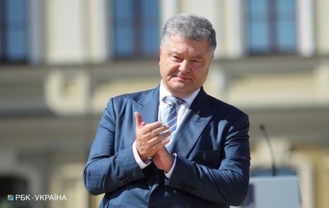 Порошенко: с января 2019 года зарплата солдата составит не менее 10 тысяч гривен
