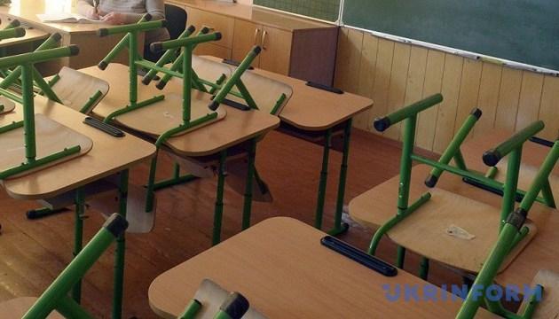 """В Украине могут разрешить """"вживлять"""" начальные школы в многоэтажки"""