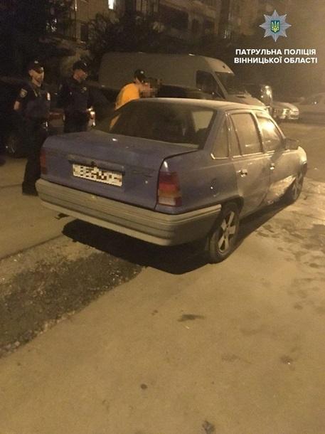 Двух патрульных побили за помощь в тушении автомобиля в Виннице (ФОТО)