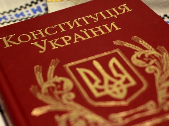 Президент внес изменения в Конституцию относительно закрепления курса на ЕС и НАТО