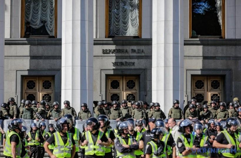 """Активисты """"Нацкорпуса"""" ушли из-под Рады"""