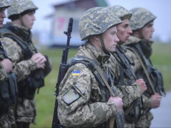 """Порошенко пообещал до Покровы подписать закон о приветствии """"Слава Украине"""""""