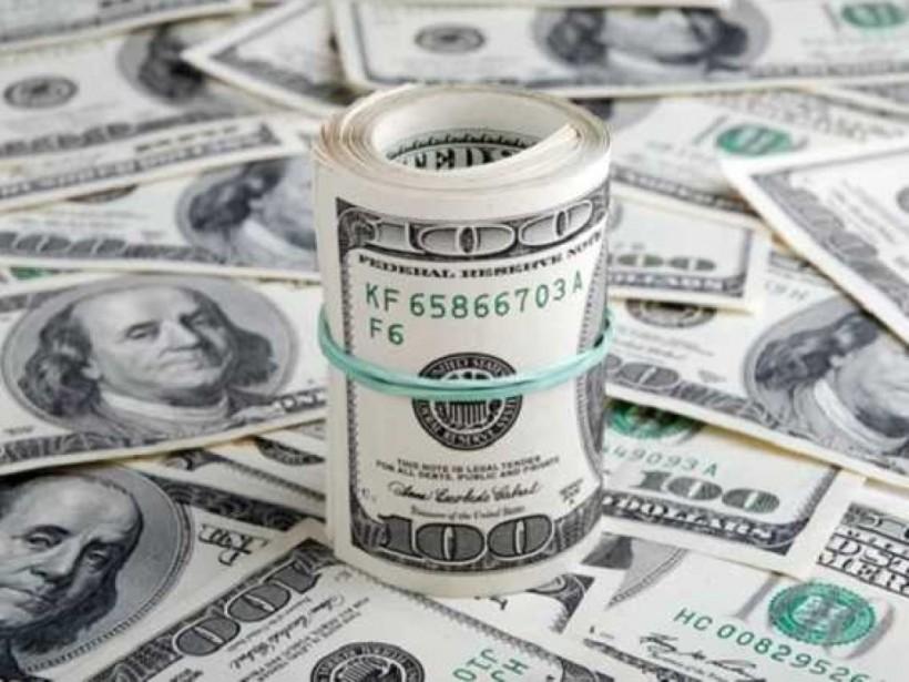 Курс доллара «под елочку»: ожидания и прогнозы экспертов