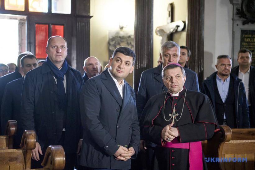 Гройсман встретился с епископом Каменец-Подольской епархии