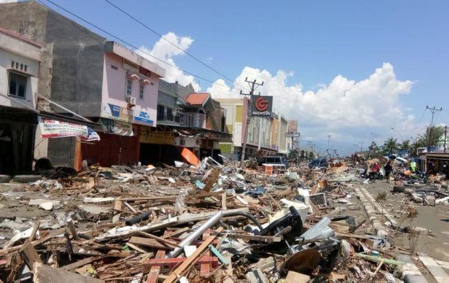 После землетрясения в Индонезии более тысячи человек могут оставаться под завалами