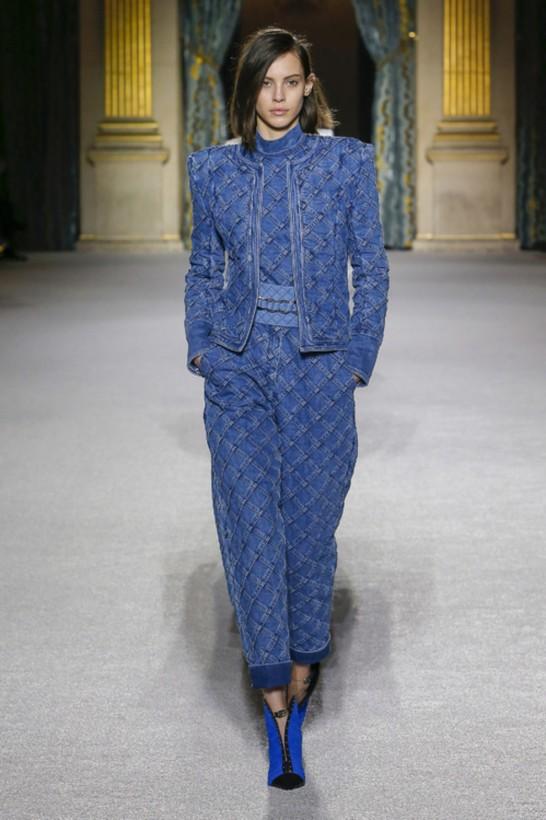 Самые модные джинсыосени 2018: высокая талия, винтаж и преппи (ФОТО)