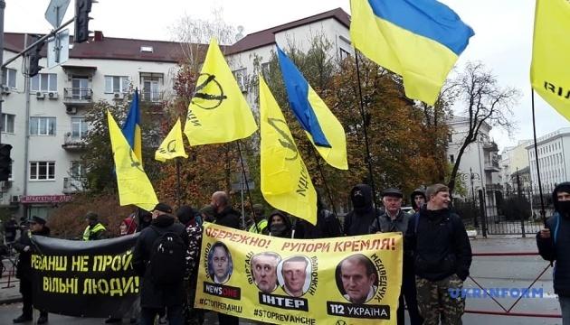 На Банковой требуют санкций против каналов «112 Украина» и NewsOne