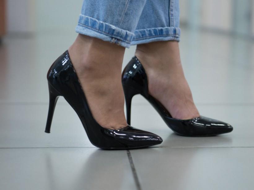 Высокие каблуки и неудобная обувь повышают риски заболеть гриппом - врач