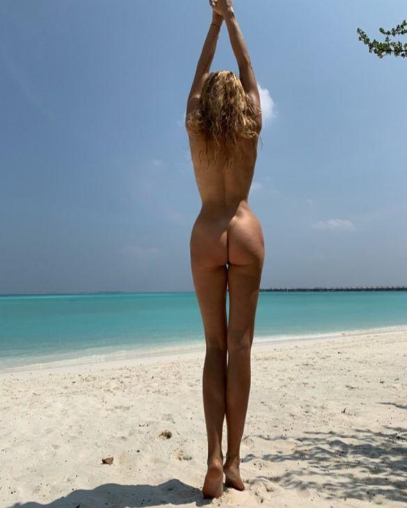 Это надо видеть: Оля Полякова показала спину и попу вообще без одежды (ФОТО)