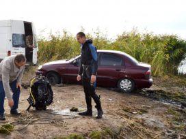В Одесской области бойцы ГСЧС достали из Днестра автомобиль с телом водителя (ФОТО)