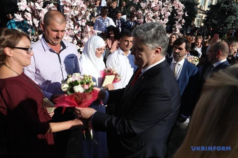 Порошенко пожелал молодоженам-болградцев любви, как у него с женой