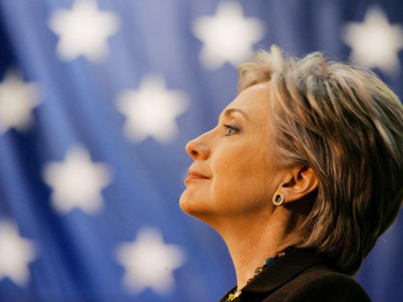 В США автомобиль Хиллари Клинтон врезался в столб (ВИДЕО)