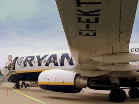 Ryanair осудили за терпимость к расизму среди пассажиров