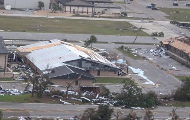 """Ураган """"Майкл"""" повредил несколько истребителей на авиабазе во Флориде"""